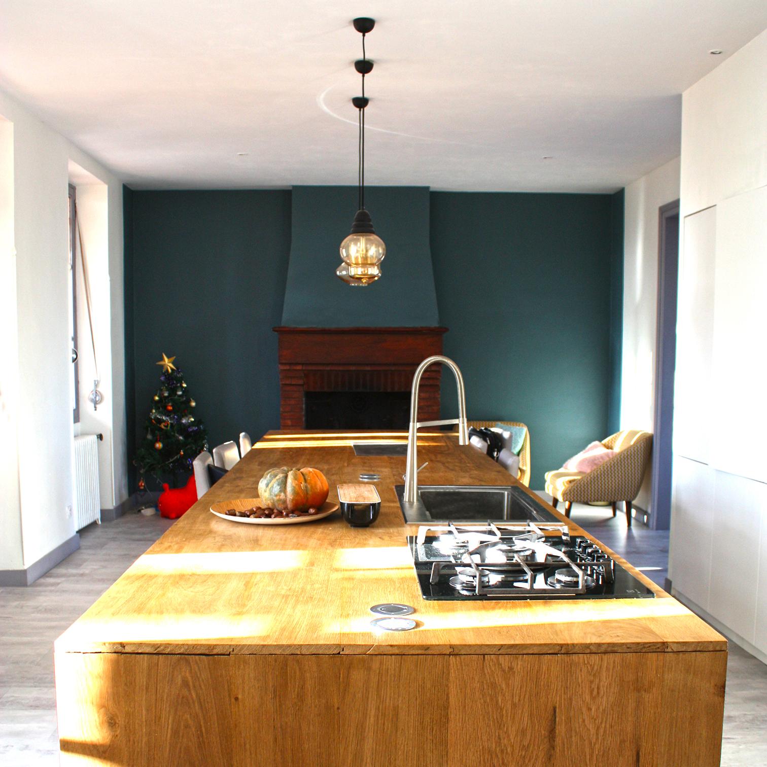 Rénovation complète et redistribution des pièces d'une grande maison familiale.