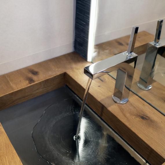 Réalisation d'une salle d'eau avec vasque sur-mesure pour une maison à Mérignac